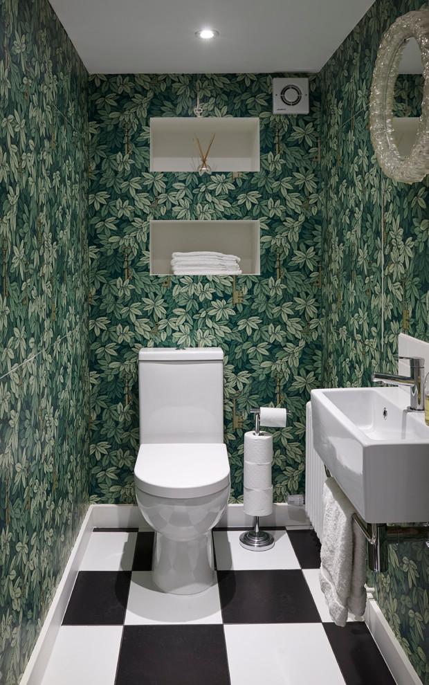 Туалет в  цветах:   Светло-серый, Серый, Синий, Черный.  Туалет в  стиле:   Минимализм.