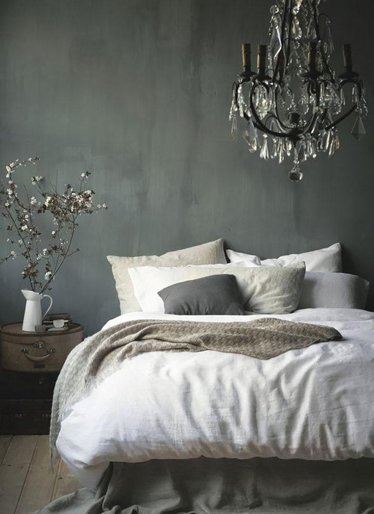 Спальня в  цветах:   Светло-серый, Серый, Черный.  Спальня в  стиле:   Эклектика.