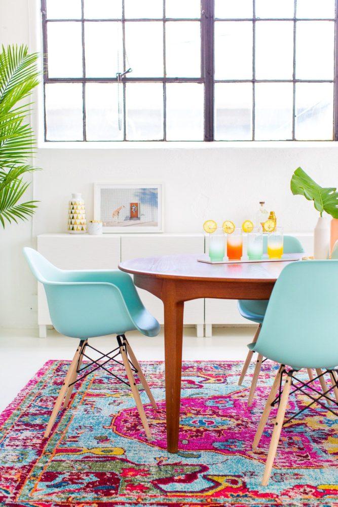 Кухня/столовая в  цветах:   Белый, Голубой, Светло-серый, Серый.  Кухня/столовая в  стиле:   Скандинавский.