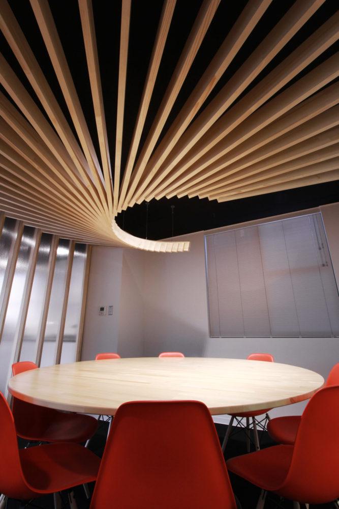 Офис в  цветах:   Бордовый, Коричневый, Серый, Темно-коричневый, Черный.  Офис в  стиле:   Минимализм.
