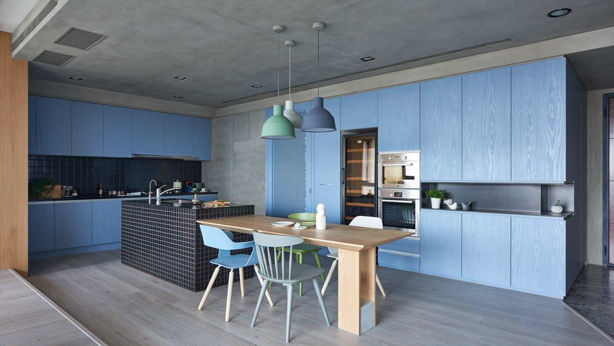 Кухня/столовая в  цветах:   Бирюзовый, Светло-серый, Серый, Синий, Черный.  Кухня/столовая в  стиле:   Минимализм.