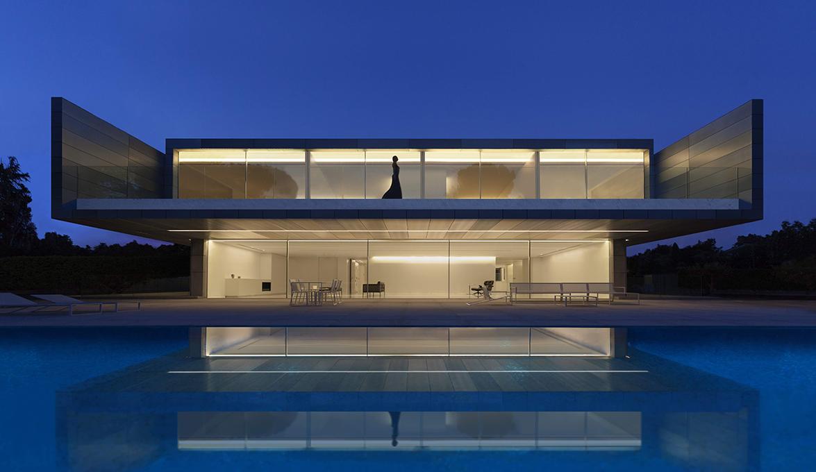 Архитектура в  цветах:   Бежевый, Серый, Синий, Фиолетовый, Черный.  Архитектура в  .