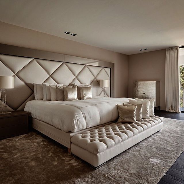 Спальня в  цветах:   Бежевый, Коричневый, Светло-серый, Серый, Темно-коричневый.  Спальня в  стиле:   Неоклассика.