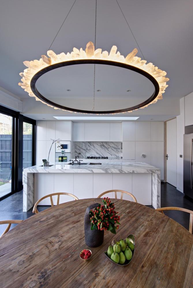 Кухня/столовая в  цветах:   Коричневый, Светло-серый, Серый, Темно-коричневый, Черный.  Кухня/столовая в  стиле:   Скандинавский.