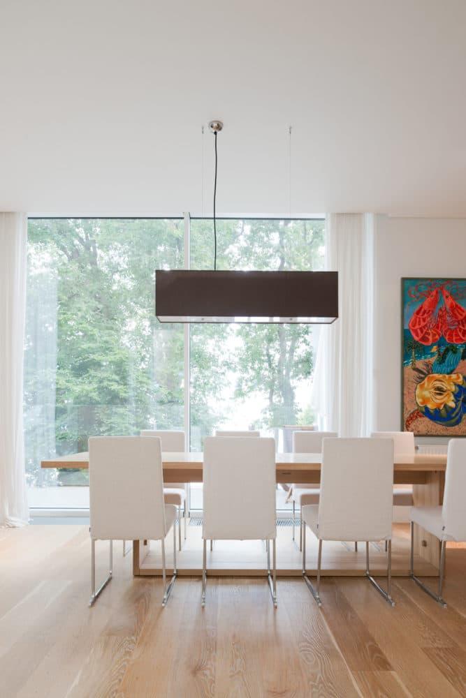 Кухня/столовая в  цветах:   Бежевый, Светло-серый.  Кухня/столовая в  стиле:   Минимализм.