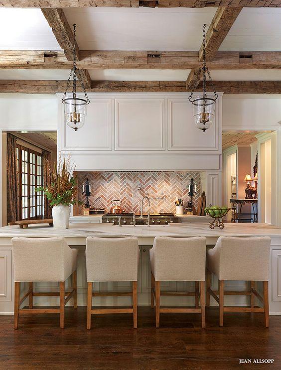 Кухня/столовая в  цветах:   Бежевый, Коричневый, Светло-серый, Темно-коричневый.  Кухня/столовая в  стиле:   Американский стиль.