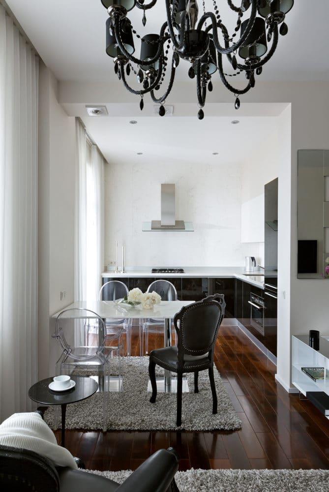 Кухня/столовая в  цветах:   Светло-серый, Серый, Темно-коричневый, Черный.  Кухня/столовая в  стиле:   Эклектика.