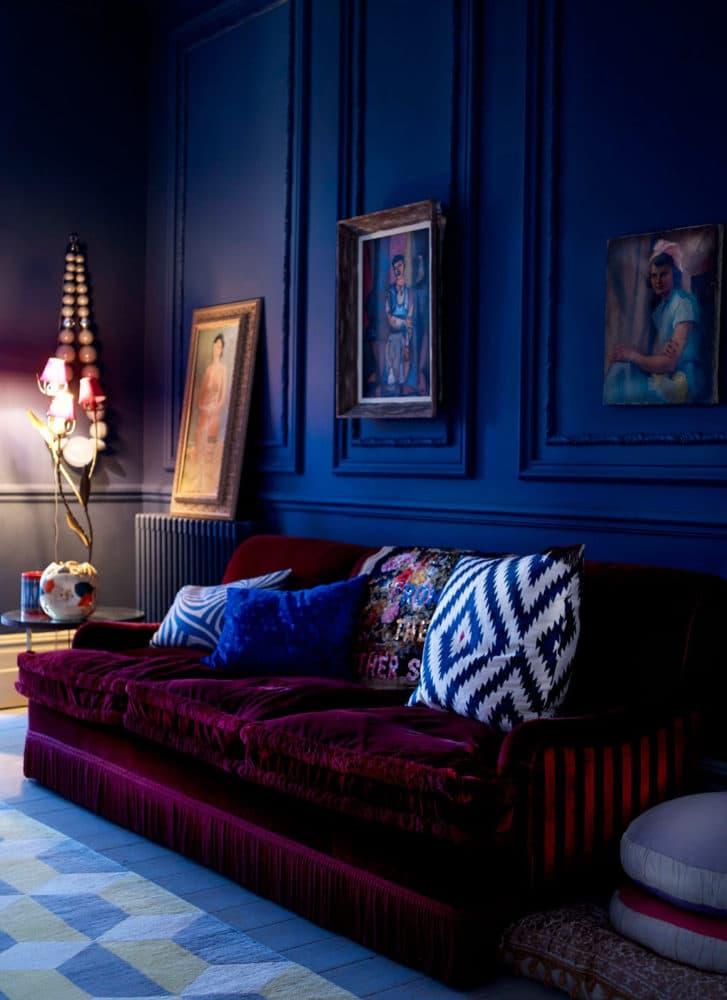 Гостиная в  цветах:   Фиолетовый, Черный.  Гостиная в  стиле:   Минимализм.