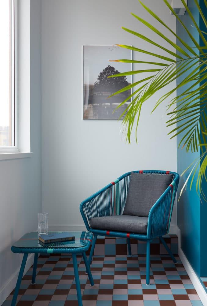 Балкон в  цветах:   Бирюзовый, Светло-серый, Серый, Синий, Черный.  Балкон в  стиле:   Минимализм.
