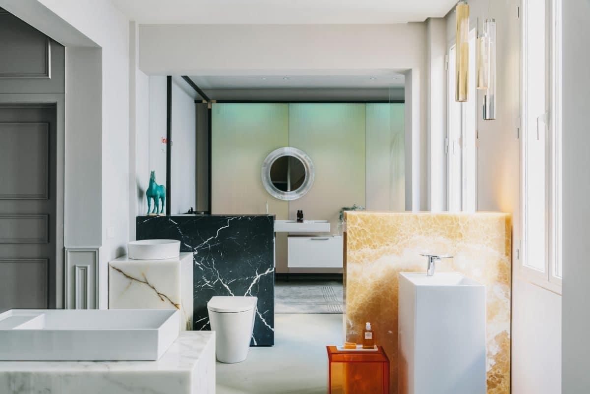 Ванная в  цветах:   Бежевый, Белый, Светло-серый, Серый.  Ванная в  стиле:   Минимализм.