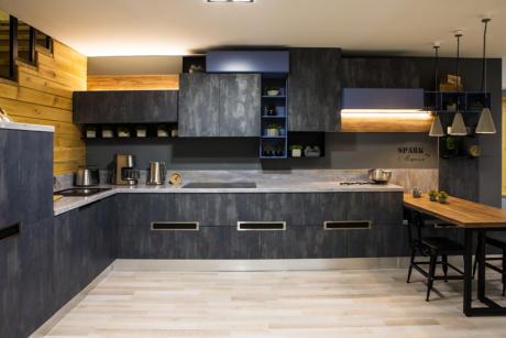 Кухня/столовая в  цветах:   Светло-серый, Серый, Черный, Бежевый, Синий.  Кухня/столовая в  стиле:   Лофт.