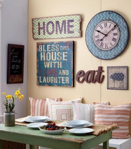 Кухня/столовая в  цветах:   Светло-серый, Серый, Черный, Темно-коричневый, Бежевый.  Кухня/столовая в  стиле:   Кантри.