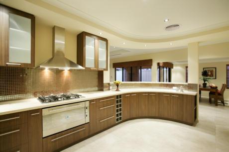 Кухня/столовая в  цветах:   Светло-серый, Коричневый, Темно-коричневый, Бежевый.  Кухня/столовая в  стилях:   Классика, Неоклассика.