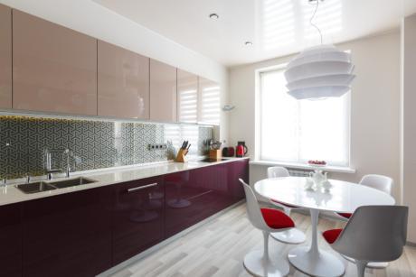 Кухня/столовая в  цветах:   Светло-серый, Коричневый, Бежевый, Фиолетовый, Сиреневый.  Кухня/столовая в  стиле:   Минимализм.