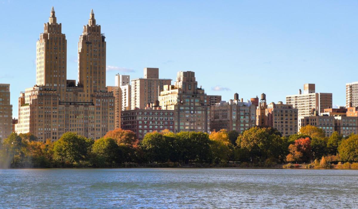 Архитектурные экскурсии по Нью-Йорку: интерьер элитной квартиры с видом на центр города