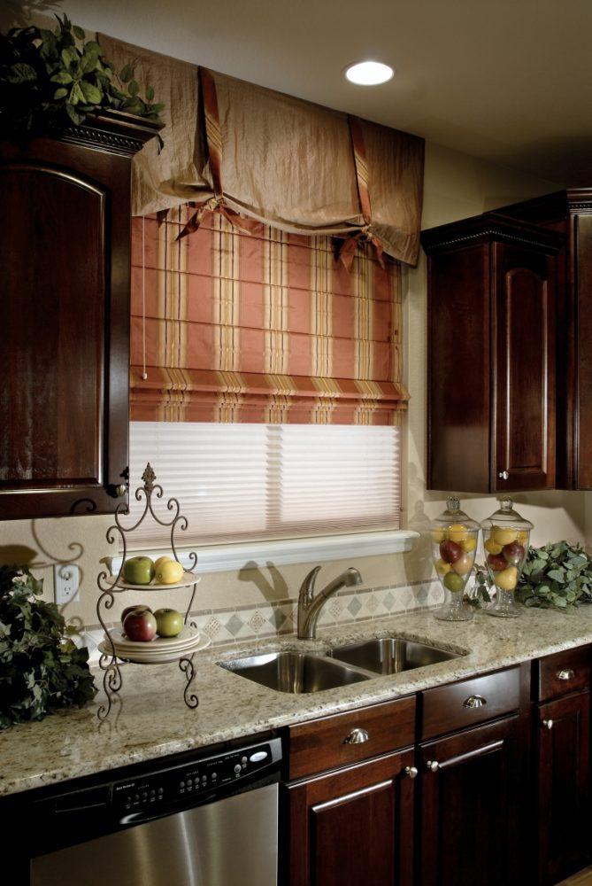 Кухня/столовая в  цветах:   Бежевый, Серый, Темно-коричневый.  Кухня/столовая в  стиле:   Кантри.