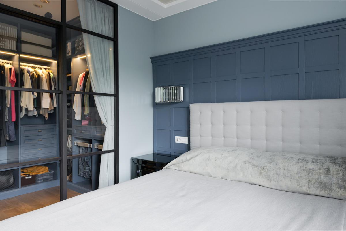 Спальня в  цветах:   Бирюзовый, Бордовый, Коричневый, Светло-серый, Синий.  Спальня в  стиле:   Неоклассика.