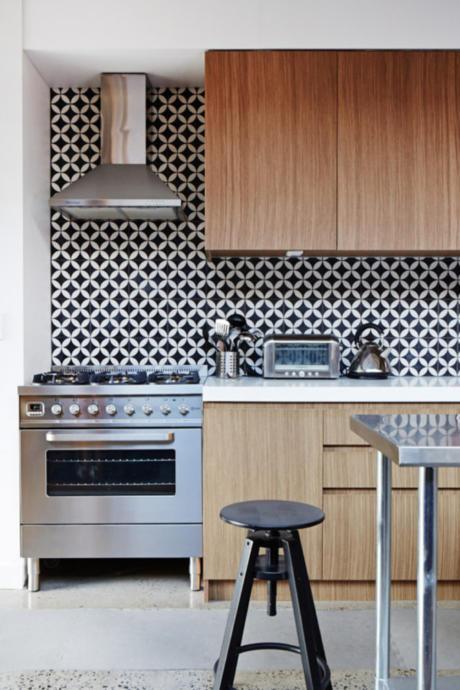 Кухня/столовая в  цветах:   Бордовый, Коричневый, Светло-серый, Серый, Фиолетовый.  Кухня/столовая в  стиле:   Минимализм.