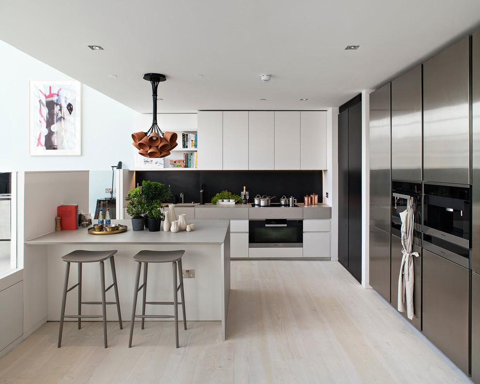 Кухня/столовая в  цветах:   Бежевый, Бордовый, Коричневый, Светло-серый, Темно-коричневый.  Кухня/столовая в  стиле:   Минимализм.