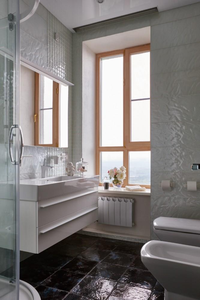 Туалет в  цветах:   Светло-серый, Серый, Темно-коричневый.  Туалет в  стиле:   Минимализм.