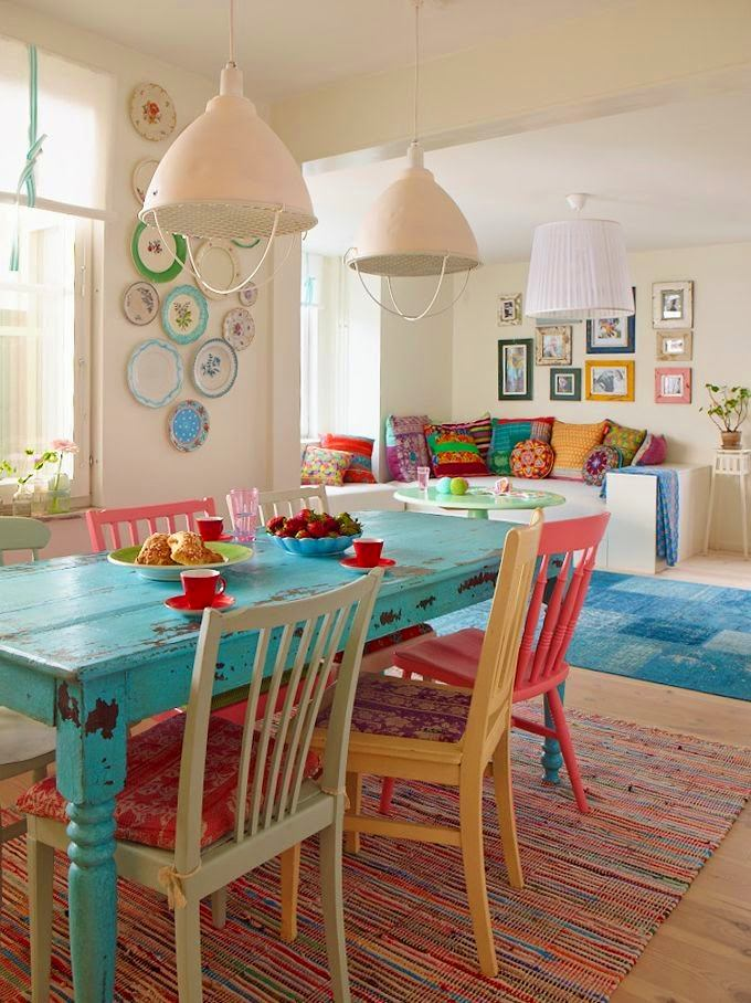 Гостиная в  цветах:   Бежевый, Бордовый, Коричневый, Светло-серый, Темно-зеленый.  Гостиная в  стиле:   Кантри.