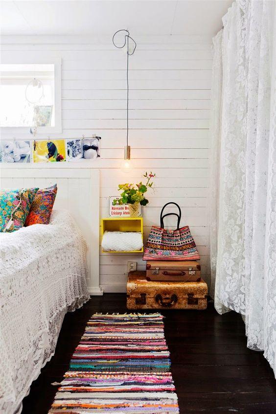 Спальня в  цветах:   Бежевый, Бордовый, Светло-серый, Серый, Темно-коричневый.  Спальня в  стиле:   Скандинавский.