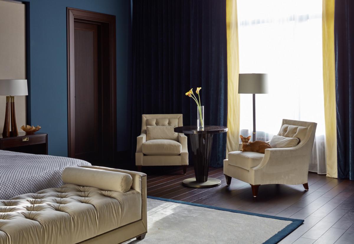 Спальня в  цветах:   Бежевый, Светло-серый, Серый, Фиолетовый.  Спальня в  стиле:   Неоклассика.