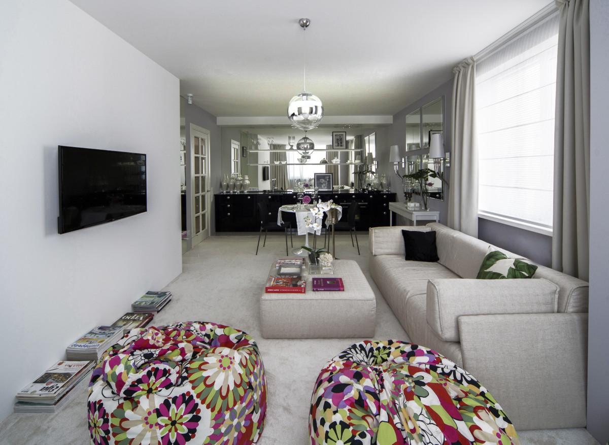 Квартира в стиле люксового отеля с большими гардеробными и женским дизайном