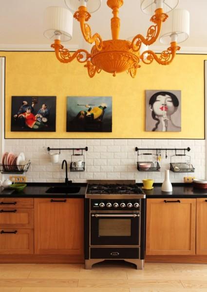 Кухня/столовая в  цветах:   Бежевый, Бордовый, Оранжевый, Темно-коричневый.  Кухня/столовая в  стиле:   Эклектика.