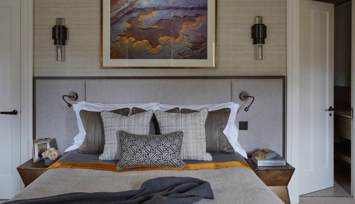 Спальня в  цветах:   Бежевый, Зеленый, Светло-серый, Серый, Темно-коричневый.  Спальня в  стиле:   Минимализм.
