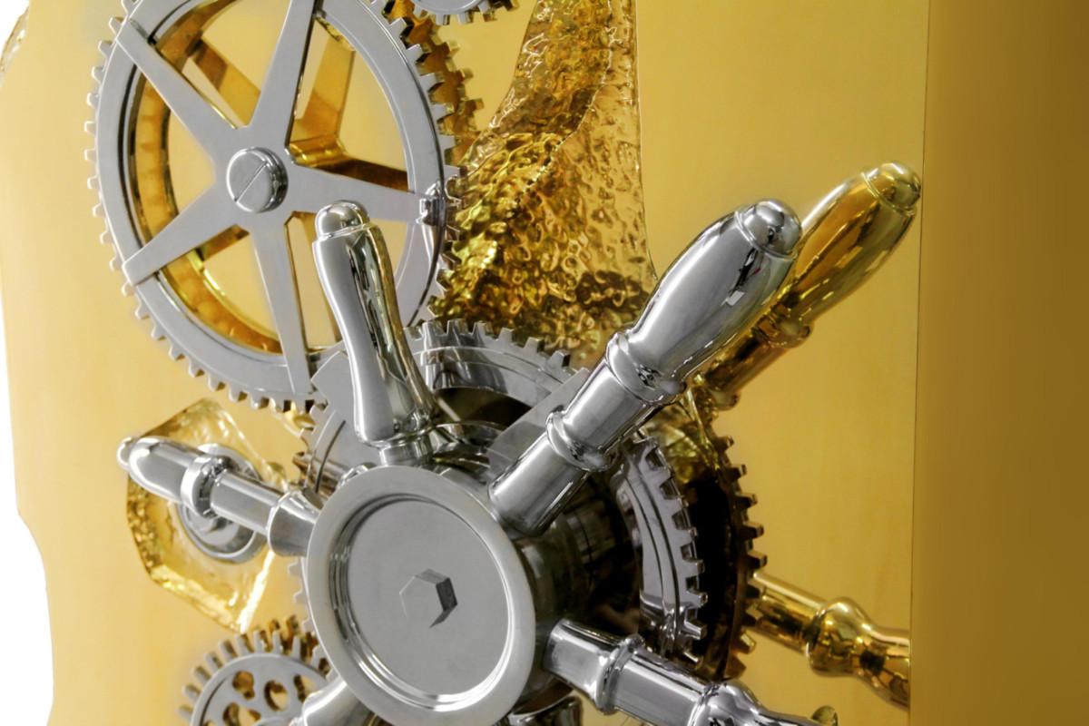 Где миллионеру хранить вещи: золотые дизайнерские сейфы