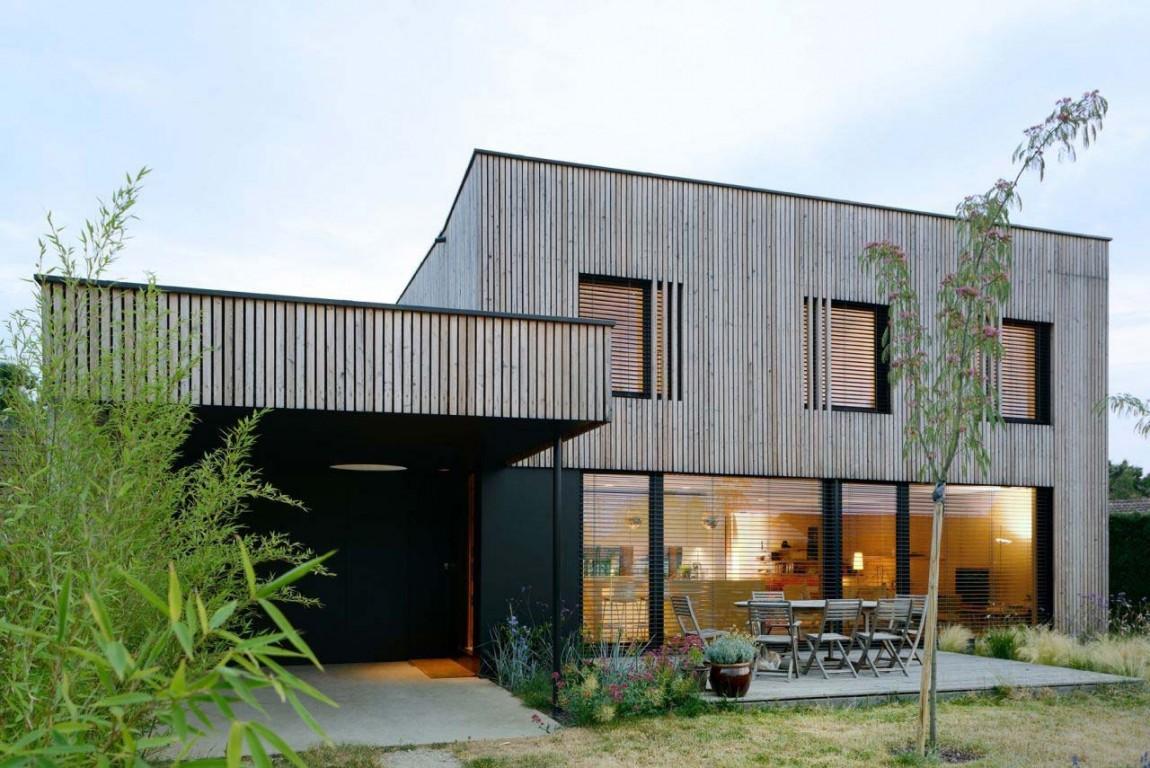 Архитектура в  цветах:   Коричневый, Светло-серый, Темно-зеленый.  Архитектура в  .