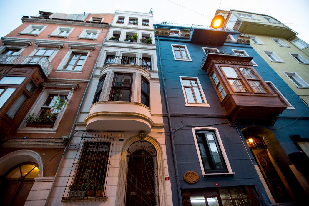 Россияне массово скупают квартиры в Турции из-за обвала турецкой валюты