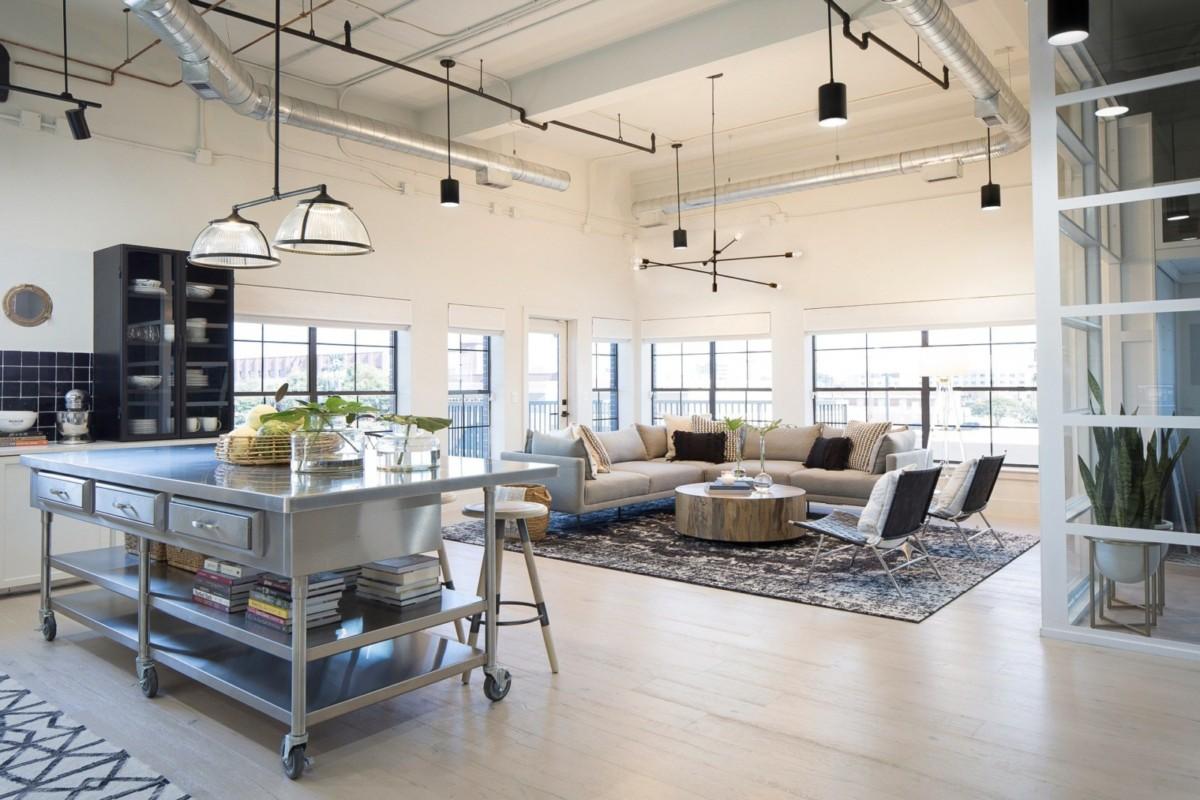 Дизайн гостиной, совмещённой с кухней: 42 фото