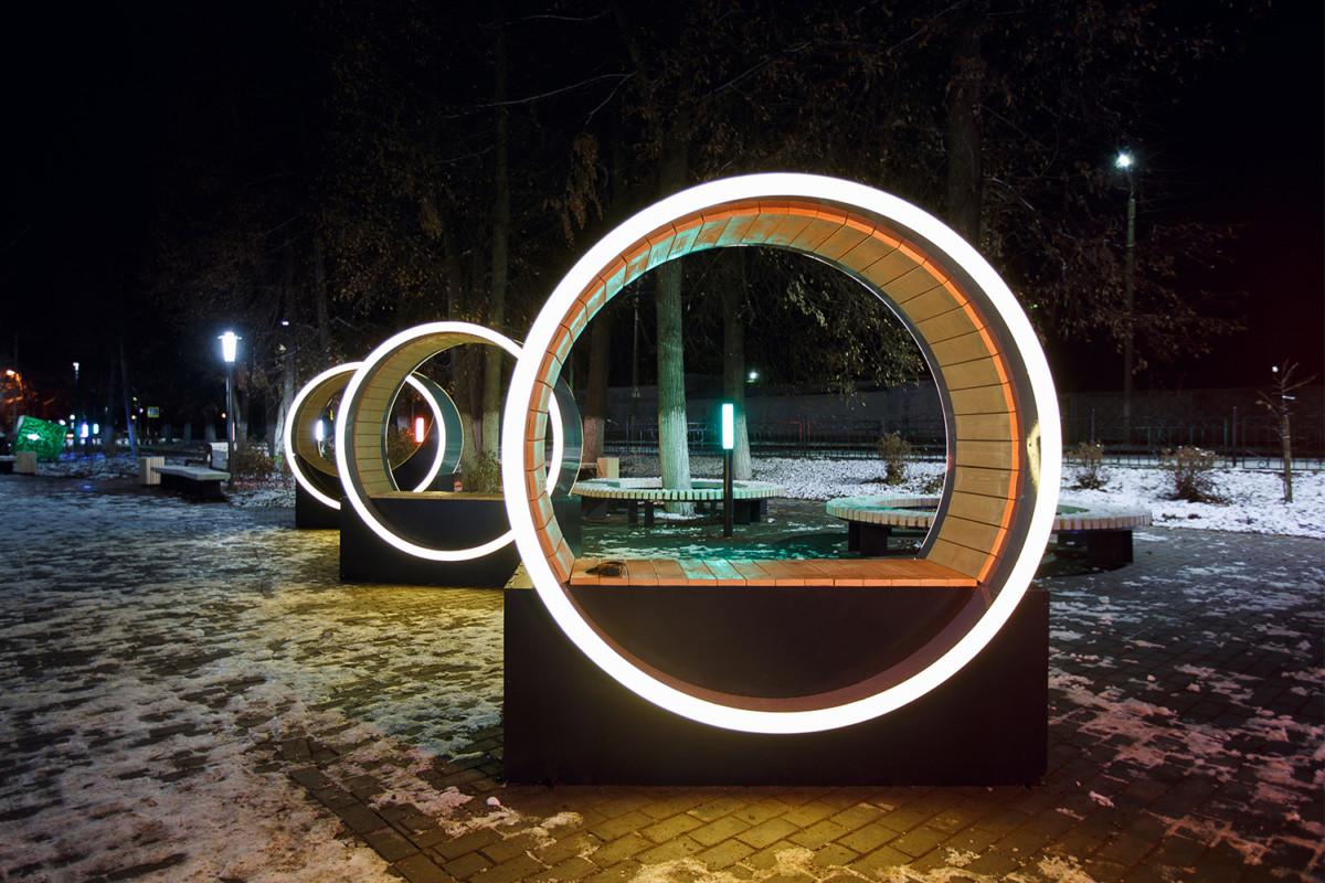 Как используют освещение в оформлении городского пространства