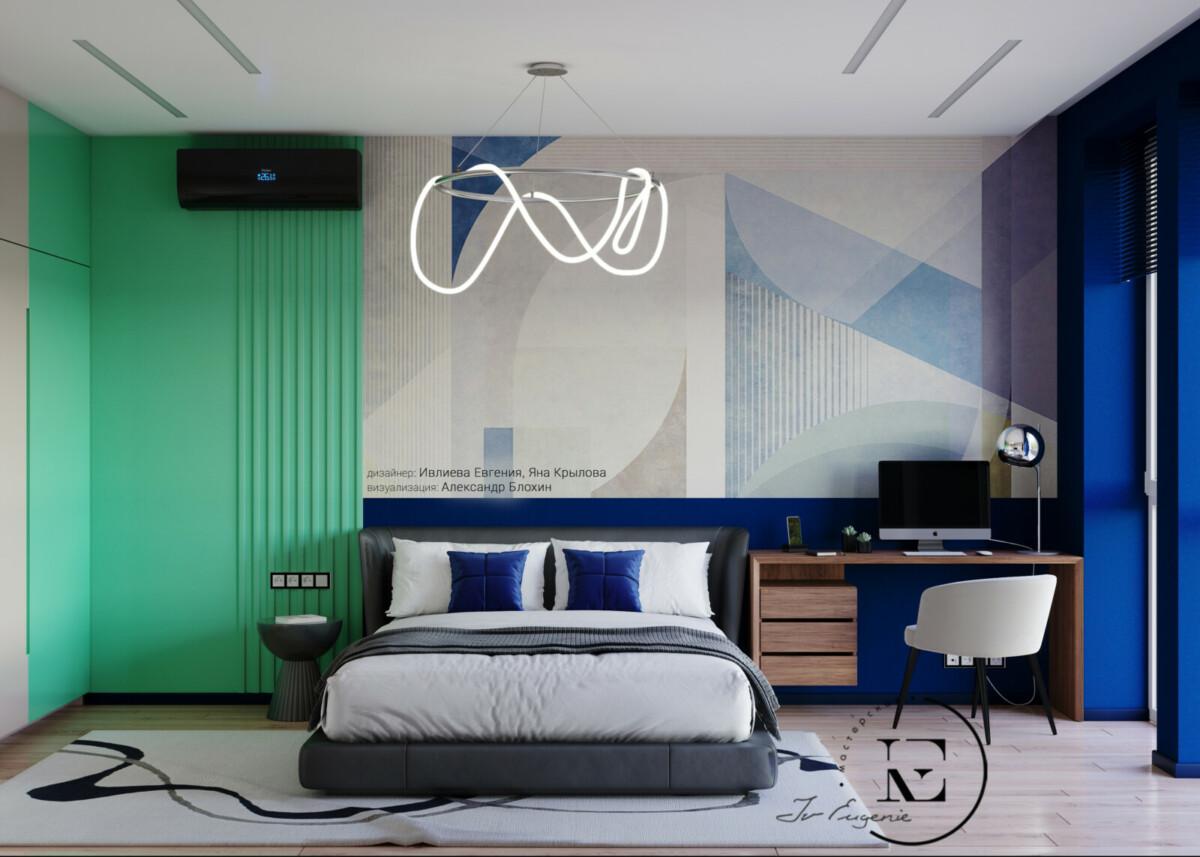 Какая эффектная подборка цвета в изголовье кровати. Нежно-мятный цвет стены в угловой части переходит на встроенный шкаф .Центральную часть занимают фотообои.  Нижняя часть стены и стена с панорамным окном выкрашены в ярко-синий цвет. Черные элементы техники поддерживаются плинтусом и темной рамочкой на розетках. Люстра в виде гибкого светодиодного профиля выглядит очень необычно и завораживает своей простотой. Подобранный в том же стиле ковер придает спальне уют и очарование.